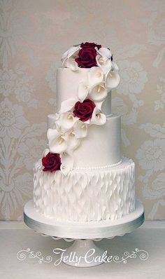 Calla Lily and Rose Wedding Cake | A pretty cascade of sugar… | Flickr