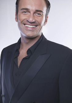 Photo of Julian McMahon for fans of Julian McMahon 11012534 Julian Mcmahon, Serie Charmed, Charmed Book Of Shadows, Charmed Sisters, Horror Picture Show, Horror Pictures, Mens Fashion Suits, Fine Men, Movies