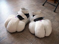 Oversized character feet and production notes. - How DO you make those Animal Costumes? Fursuit Tutorial, Witch Costumes, Animal Costumes, Popular Costumes, Costumes For Women, Fursuit Paws, Fursuit Head, Black Lace Leggings, Ghost Bride