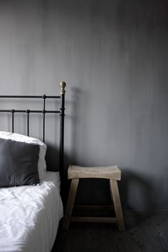 Second hand & Sober: Met Pure & Original de lente in Grey Paint Colors, Bedroom Paint Colors, Gray Paint, Lime Paint, Faux Walls, Fresco, Kettle, Colours, Pure Products