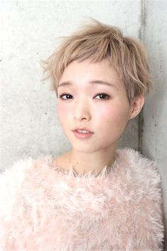 These Asian pixie hairstyles are the cutest! Here we have rounded up the pictures of Cute Asian Pixie Cut that you will adore. Blonde Pixie Cuts, Short Hair Cuts, Short Hair Styles, Blonde Asian Hair, Dark Blonde Hair, Pixie Hairstyles, Pixie Haircut, Cool Hairstyles, Haircuts