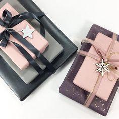 Jul gavepapir i lækre farver. Rosa,lilla, sort, grå.. perlemor og prikker på 😊