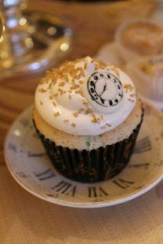 Fondant Clock Cupcake