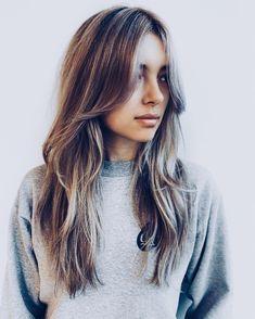 Stacked Haircuts, Haircuts Straight Hair, Bangs For Round Face, Long Hair With Bangs, Brown Blonde Hair, Brunette Hair, Frizzy Hair Tips, Medium Hair Styles, Long Hair Styles