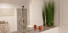 Echte Marokkanische Fliesen Original Marokkanische WandFliesen mit geometrischen und Blumenmustern - viel besser als fliesen aufkleber. #wandfliesen #marokkanische #fliesen #innenarchitektur #moroccantiles #marocchine #piastrelle #zellige #keramikfliesen #fliesen #dekorfliesen #wandfliesen #wohninspiration #Wohnideen #wohntrends #inneneinruchtung #badezimmer #badfliesen #buntefliesen #ausgefallen #kacheln Mirror, Bathroom, Frame, Design, Dom, Furniture, Home Decor, Health, Moroccan Tiles
