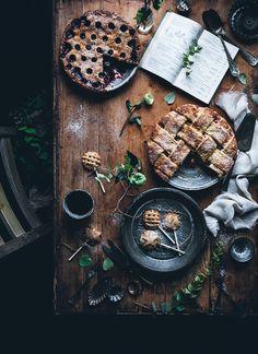 Cherry pie, apple pie, pie pops / Lomelino's pies