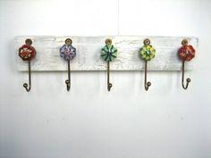 Jewelry Rack / Key Ring Holder with Ceramic hooks Wood Crafts, Diy And Crafts, Arts And Crafts, Handmade Home, Refurbished Furniture, Diy Furniture, Diy Vintage, Diy Organisation, Jewelry Rack