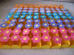 Formas para aniversário infantil com formato de flores, mas com cores do Backyardigans - Produto artesanal feito em papel com técnica de scrapbook. Posso personalizar na cor desejada. Produto não vem com o docinho, apenas a forma. Pedido mínimo de 50 unidades. Acima de 100 unidades variadas posso conceder desconto. R$1,00