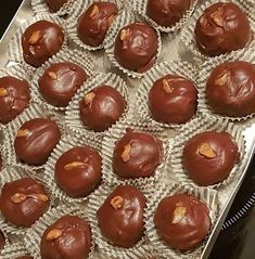Τρούφες Μπανόφι με ελάχιστα υλικά !!! Greek Sweets, Greek Desserts, Chocolate World, Chocolate Shop, Food Network Recipes, Food Processor Recipes, Sugar Cake, Sweets Cake, Fudge Brownies