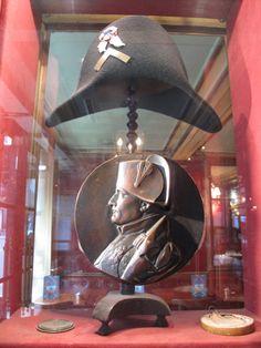Esposizione di oggetti Napoleonici al Café Procope,