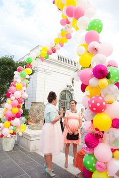How to make a giant balloon arch with flowers and honeycomb balls