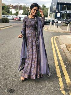 Hina Khan Looking Gorgeous in Indian Look for a Harity Event in London. Anarkali Dress, Pakistani Dresses, Indian Dresses, Anarkali Suits, Punjabi Suits, Kurti Skirt, Lehenga Gown, Punjabi Bride, Indian Look