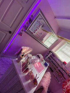 Beauty Room Salon, Beauty Room Decor, Room Design Bedroom, Room Ideas Bedroom, Chanel Room, Esthetics Room, Nail Salon Decor, Nail Room, Salon Interior Design
