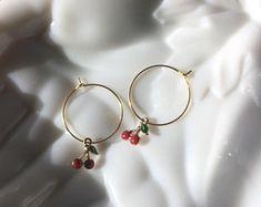 earrings aesthetic NEW Ear Crawler in Gold Fill single earring or pair de Simple Jewelry, Cute Jewelry, Body Jewelry, Jewelry Accessories, Women Jewelry, Fashion Jewelry, Jewelry Ideas, Bar Stud Earrings, Cute Earrings