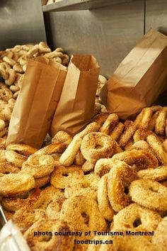 As the major French-speaking city in North America, Montréal stands out as a unique and historic city. Here's how to enjoy the best weekend in Montreal. Best Bagels In Montreal, Montreal Bagels Recipe, Bagel Cafe, New York Bagel, Opening A Bakery, Homemade Bagels, Bagel Recipe, Homemade Brownies, Food Places