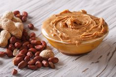 How to Make Nut Butter: Peanuts, Almonds, Hazelnuts and More — Pioneer News Peanut Butter Squares, Peanut Butter Bread, Homemade Peanut Butter, Peanut Butter Oatmeal, Peanut Butter Recipes, Natural Peanut Butter, Oatmeal Bread, Almond Butter, Breakfast Low Carb