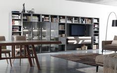 libreria parete componibile moderno. #arredamenti #itesoricolonilali #legno #interiordesign #deign #homestaging #tavoli #portatv #salotto #soggiorno #parete #libreria #componibile #casa #reggioemilia #follow #