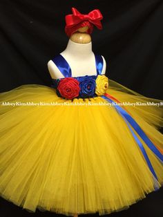 Snow White tutu dress by on Etsy Princess Tutu Dresses, Princess Hair Bows, Baby Tutu Dresses, Tulle Dress, Girl 2nd Birthday, Birthday Tutu, Snow White Tutu, White Party Decorations, Snow White Birthday