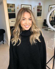 Hair queen did it again! Cut Her Hair, Love Hair, Hair Thickening, Hair Flip, Queen Hair, Dream Hair, Blonde Balayage, Hair Highlights, Hair Day