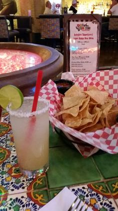 The Happy Hour at Dos Geckos Cantina at Circus Circus in Reno Nevada has amazing Mexican food and even more delicious margaritas! Food in Reno is amazing.