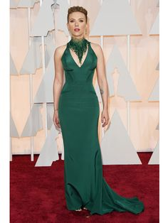 2015 Oscars Red Carpet - Scarlett Johansson in atelier Versace. Scarlett  being Scarlett. This dress makes her look as sexy as ever. 9685ce22ba32