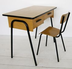 VG124 - Desk and chair 1970