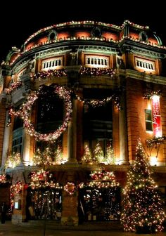 47 Outdoor Christmas Decorations that Simply Magical - decortip Christmas Scenes, Christmas Mood, Noel Christmas, Victorian Christmas, Christmas Music, Little Christmas, Magical Christmas, Christmas Light Displays, Outdoor Christmas Decorations