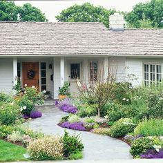 Small Front Yard Landscaping Ideas on A Budget (14) #landscapeonabudget #frontyardlandscaping