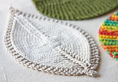 Leaf dish cloths / coasters! Free knitting pattern. This is totally my next project. Guess what my sister is getting for Christmas?!