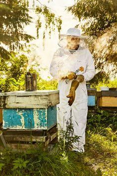 Sameiet Honningcentralen består av 1700 stolte birøktere som medlemmer.  Foto: Tommy Andresen Style, Beer, Swag, Outfits
