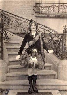 """Renée dans la revue """"On réclame"""", 1911"""