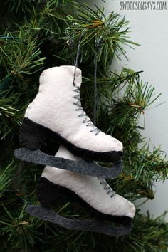 a free sewing pattern for a felt ice skate ornament from swoodsonsayscom christmas - Ice Skating Christmas Ornaments