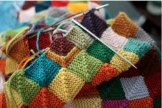 Blanket to use up scrap yarn. --- Click through to website for pattern and tutorial.
