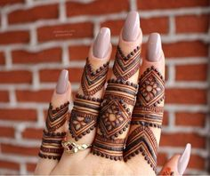 Get Latest Collection of Amazing Unique Henna Tattoo Designs here. Simple and Easy Henna Tattoos Ideas Photos for Hands, Arms, Back, Wrist, Feet. Henna Hand Designs, Modern Mehndi Designs, Mehndi Design Pictures, Wedding Mehndi Designs, Mehndi Designs For Fingers, Beautiful Mehndi Design, Latest Mehndi Designs, Fingers Design, Henna Tattoo Designs