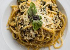 Zucchini Pasta Recipes, Zucchini Spaghetti, Seafood Pasta Recipes, Spaghetti Recipes, Restaurants, Bar Restaurant, Famous Recipe, Side Dish Recipes, Dinner Recipes