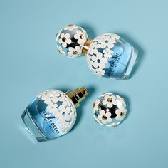 Shop classic Daisy Dream perfume range or Daisy Dream Sunshine by Marc Jacobs at FD at the lowest prices online! Daisy Perfume, Marc Jacobs Daisy, Perfume Collection, Fashion Labels, Face And Body, Perfume Bottles, Girly, Skin Care, Stylish