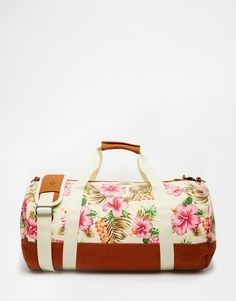 Gorgeous tropical print duffel bag. Perfect for summer vacations!