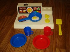 Vintage 1978 FISHER PRICE #919 COOKING STOVE w/DISHES & EGG Stove Lights Up!