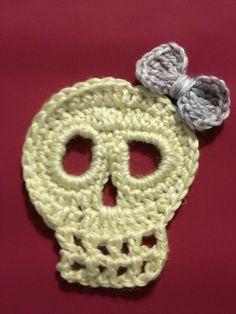 Skull and bow in glow-in-the-dark yarn.