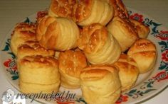 Érdekel a receptje? Kattints a képre! Bread Dough Recipe, Hungarian Recipes, Hungarian Food, Biscuits, Garlic, Muffin, Menu, Cheese, Cookies