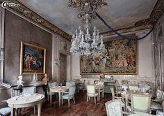 Le salon Pompadour du restaurant 1728 à Paris,  8 Rue d'Anjou 75008 Paris. Lunch Tue-Fri 12:00 – 3:00 pm, Dinner Mon-Sat 7:00 pm – 12:00 am restaurant-1728.com +33 1 40 17 04 77