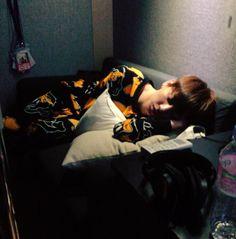 Jimin took a picture of Jungkook sleeping Seokjin, Hoseok, Kim Namjoon, Jung Kook, Namjin, Jikook, Jungkook Sleep, Bts Bangtan Boy, Jimin Jungkook