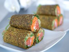 vegan recipes Raw Guacamole Burrito in Zucchini & Flaxseed Wrap The Global Girl Raw Mexican Recipes: This epic raw guacamole Burrito is vegan & gluten-free. The ultimate healthy wrap in a zucchini, apple and flax seed crust. Raw Vegan Recipes, Vegan Foods, Mexican Food Recipes, Vegan Vegetarian, Whole Food Recipes, Vegetarian Recipes, Cooking Recipes, Healthy Recipes, Raw Vegan Dinners