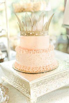 Cute cake with a crown, photo by The Nolans http://ruffledblog.com/magnolia-hill-wedding #weddingcake #cakes