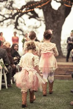 great kids boots, ranch wedding, allyson magda photography