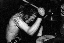Nirvana (band) - Wikipedia, the free encyclopedia - Dave Grohl performing in 1991