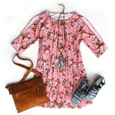 This floral cold shoulder dress looks too darn cute to pass up!!😍 Dress | $32.98 Necklace | $19.98 Handbag | $158.98 Shoes | $68.98 (40% off) Call To Order📞865.288.7235 #paypalaccepted #freeshippingover50 #justforyouthestockroom #boutique #shoplocal #knoxville #knoxrocks #love #865life #ilovelocalknoxville #flatlay #boutiqueshopping #ss17 #wiwt #ootd