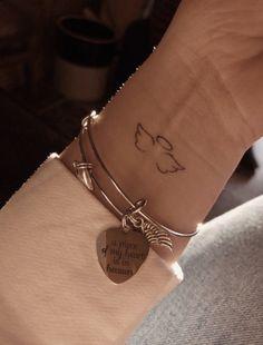 mini tattoos * mini tattoos ` mini tattoos with meaning ` mini tattoos unique ` mini tattoos simple ` mini tattoos for girls with meaning ` mini tattoos men ` mini tattoos best friends ` mini tattoos for women Mini Tattoos, Dainty Tattoos, Dream Tattoos, Pretty Tattoos, Future Tattoos, Body Art Tattoos, Tatoos, Arrow Tattoos, Word Tattoos