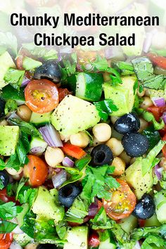 4 Points About Vintage And Standard Elizabethan Cooking Recipes! Mediterranean Chickpea Salad - Full Of Vibrant, Fresh And Tasty Vegetables This Vegan Chickpea Salad Is An Easy Salad Perfect For The Bbq Or A Gathering. Gluten Free and Vegan. Gluten Free Recipes For Lunch, Healthy Summer Recipes, Vegan Recipes Easy, Real Food Recipes, Healthy Snacks, Clean Eating For Beginners, Clean Eating Recipes For Dinner, Mediterranean Chickpea Salad, Mediterranean Recipes