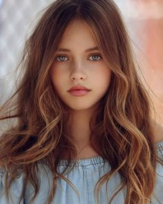 Look Your Absolute Best With These Beauty Tips. You may be afraid to start a new beauty routine if you have been slacking on it. Beautiful Little Girls, Beautiful Girl Image, Cute Little Girls, Beautiful Children, Beautiful Eyes, Beautiful Women, Beautiful Freckles, Brown Hair Green Eyes Girl, Green Hair